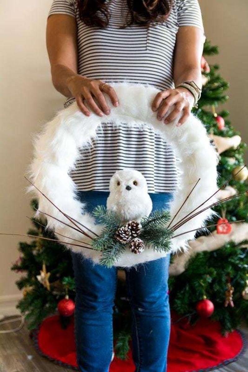 Gorgeous DIY Christmas Wreaths You Should Copy Now 32