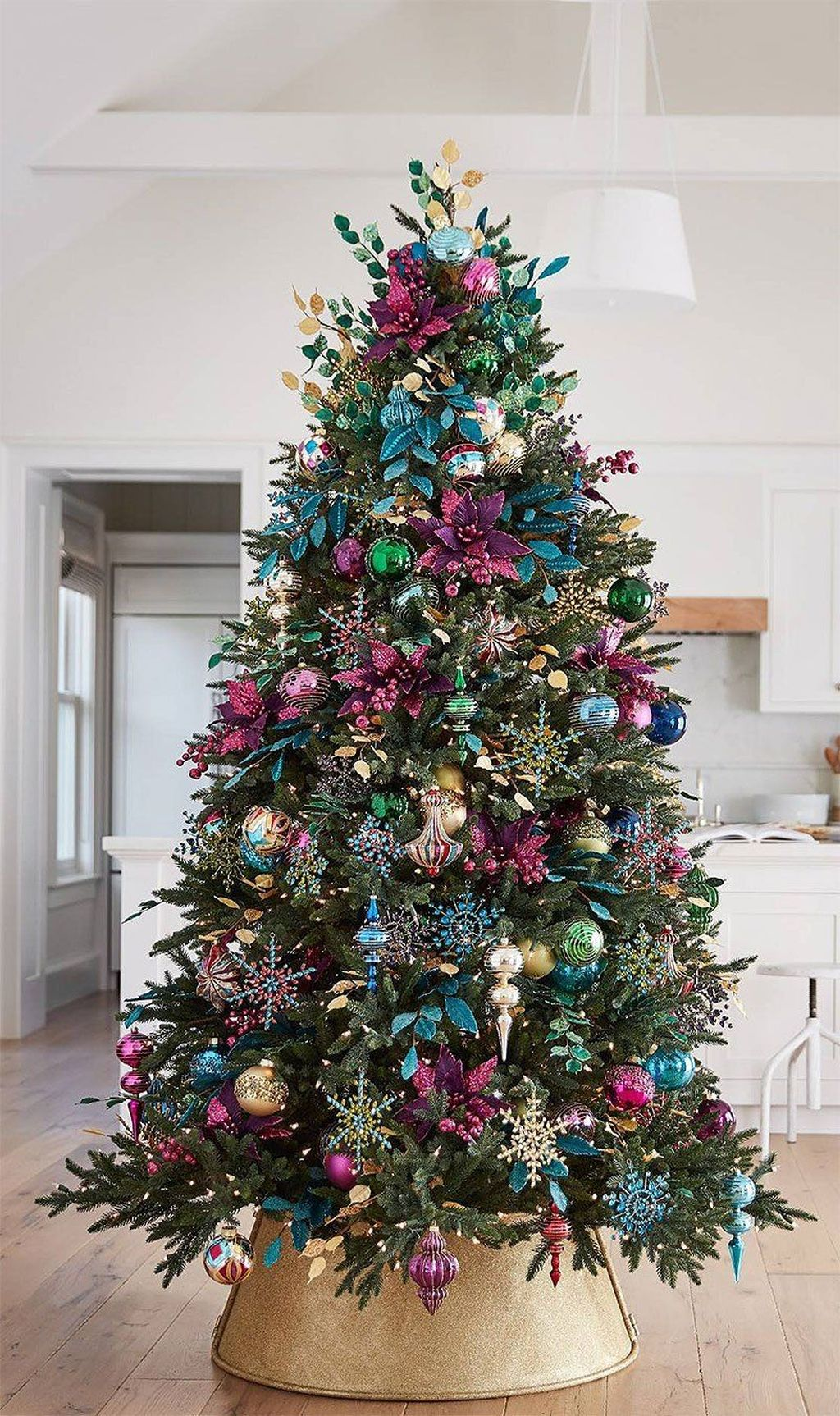 Lovely Christmas Tree Ideas To Beautify Your Interior Decor 13