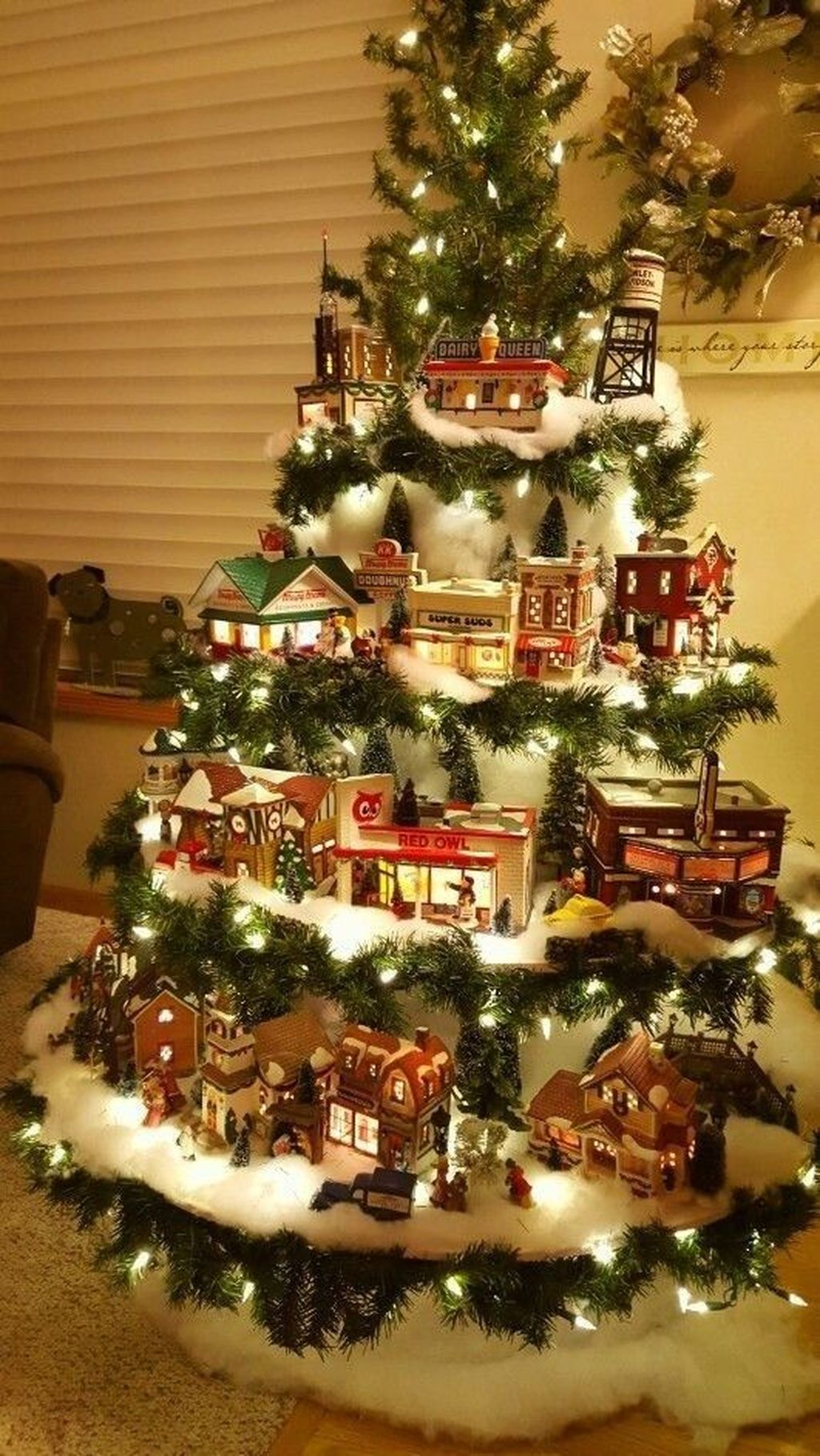 Lovely Christmas Tree Ideas To Beautify Your Interior Decor 14