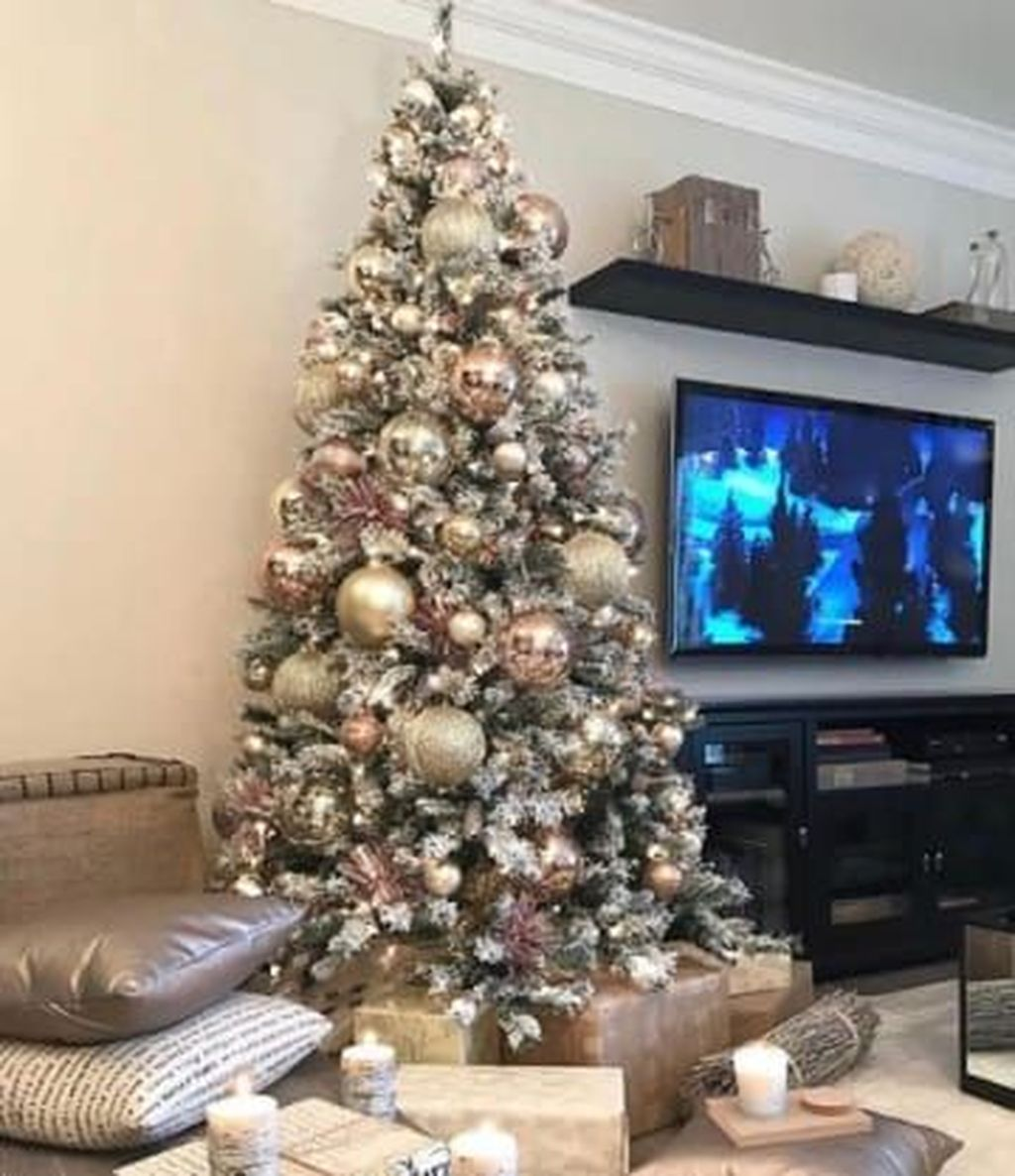 Lovely Christmas Tree Ideas To Beautify Your Interior Decor 23