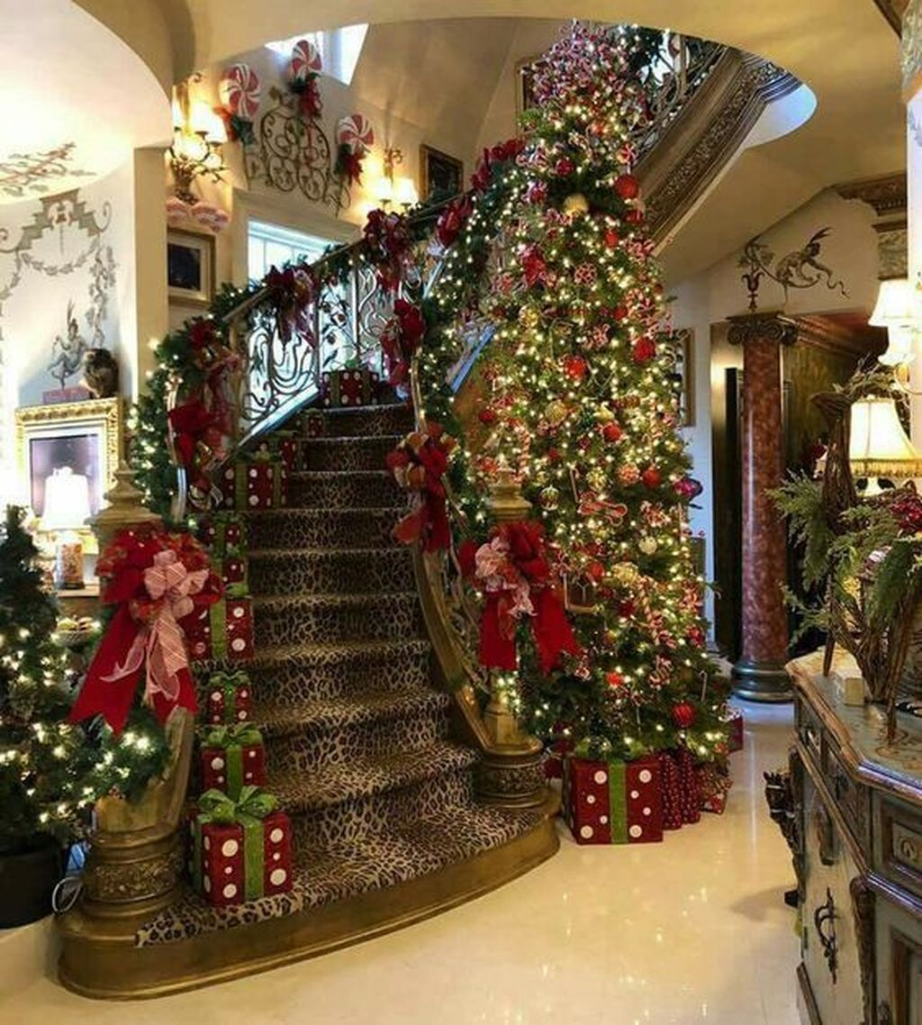 Lovely Christmas Tree Ideas To Beautify Your Interior Decor 24