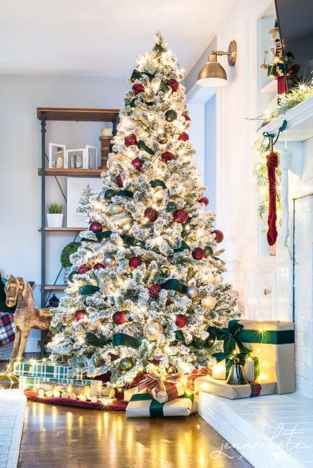 Lovely Christmas Tree Ideas To Beautify Your Interior Decor 29