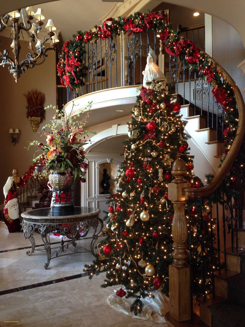 Lovely Christmas Tree Ideas To Beautify Your Interior Decor 36