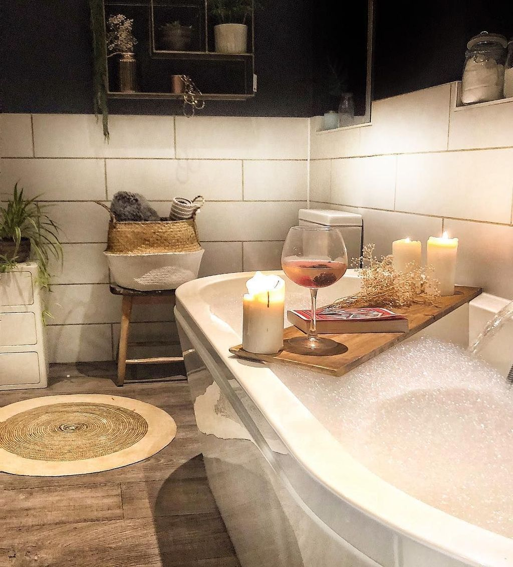 Lovely Winter Bathroom Colors 21