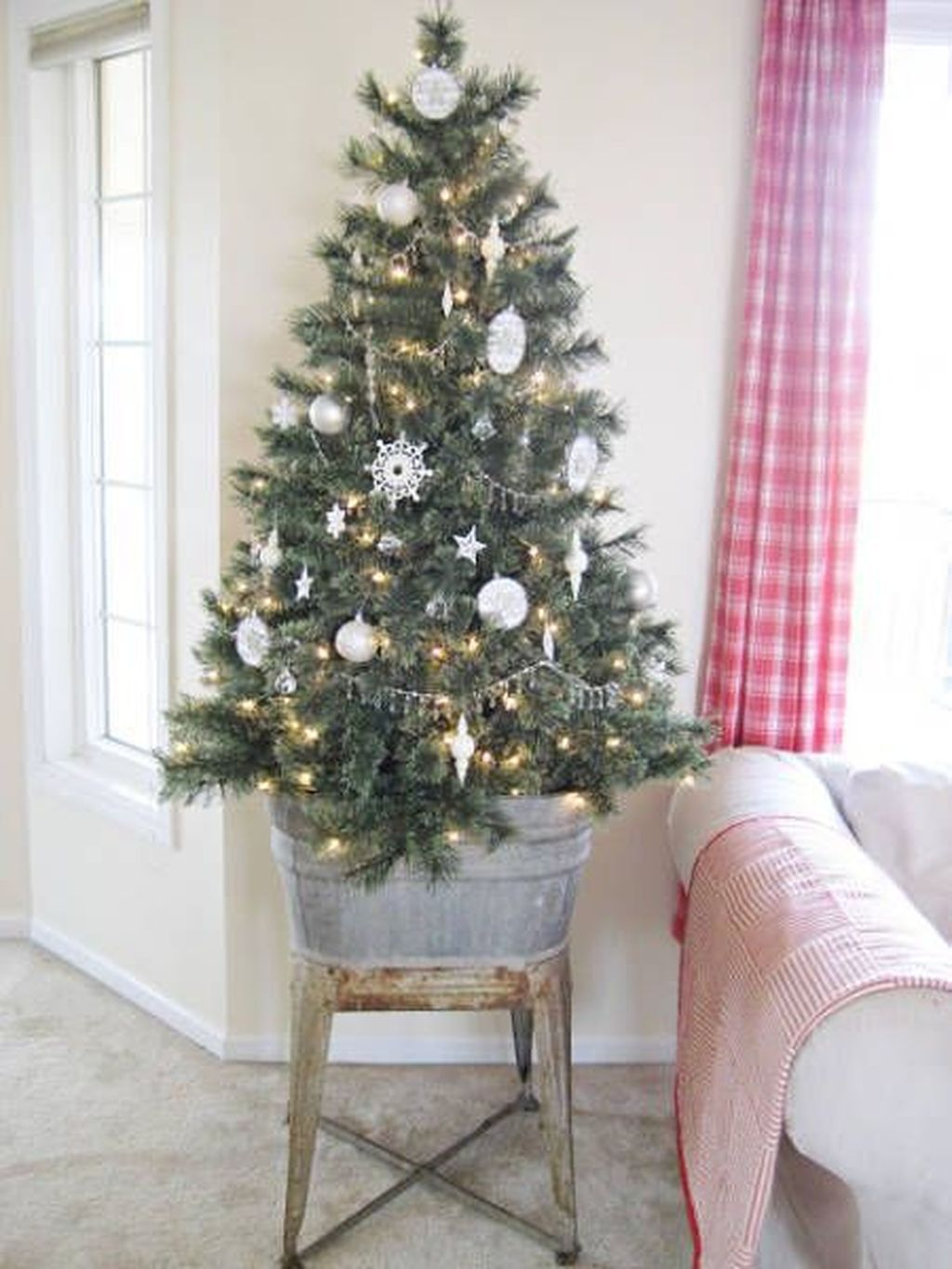 Nice Christmas Decoration Ideas For Apartment 24
