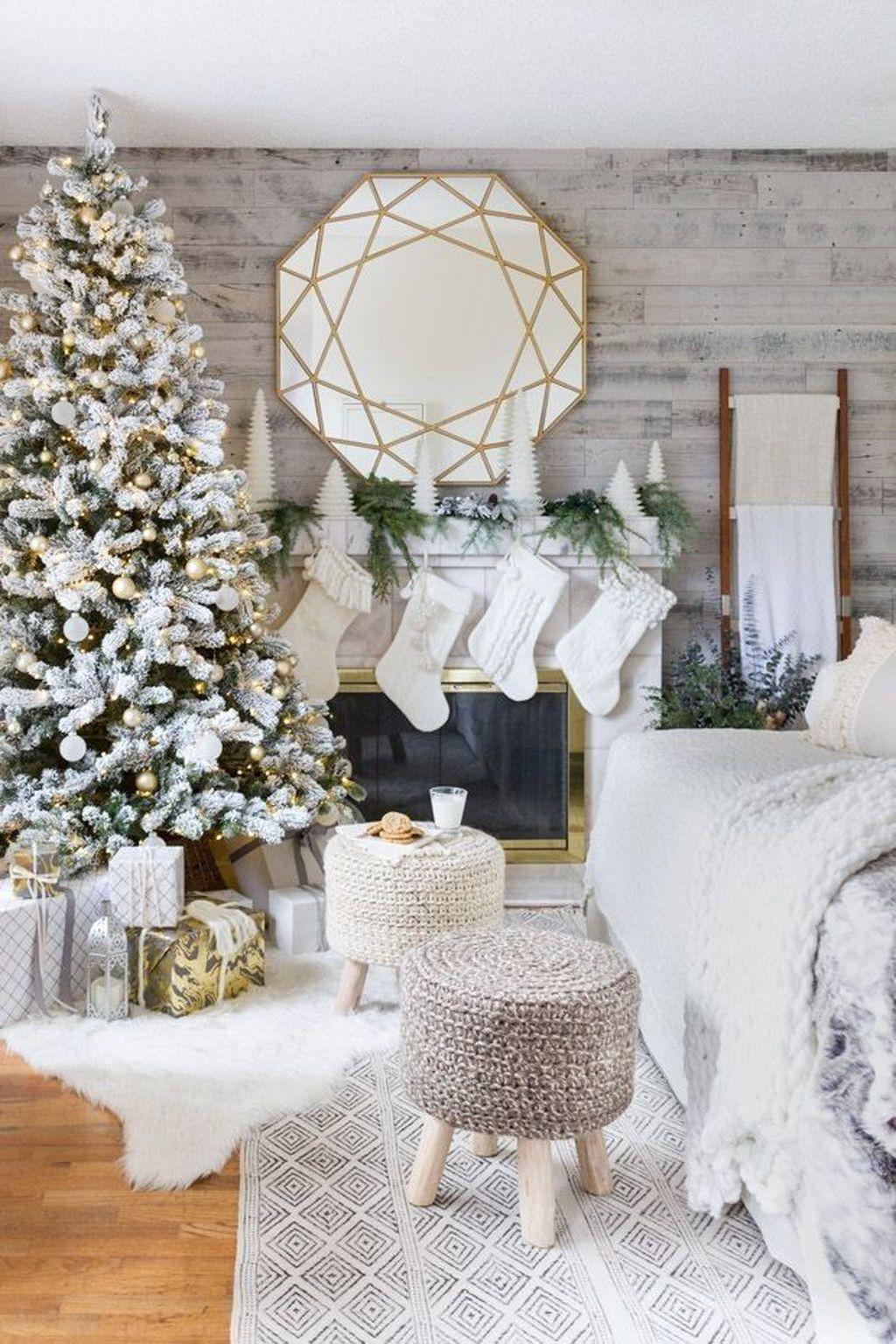 Nice Christmas Decoration Ideas For Apartment 31
