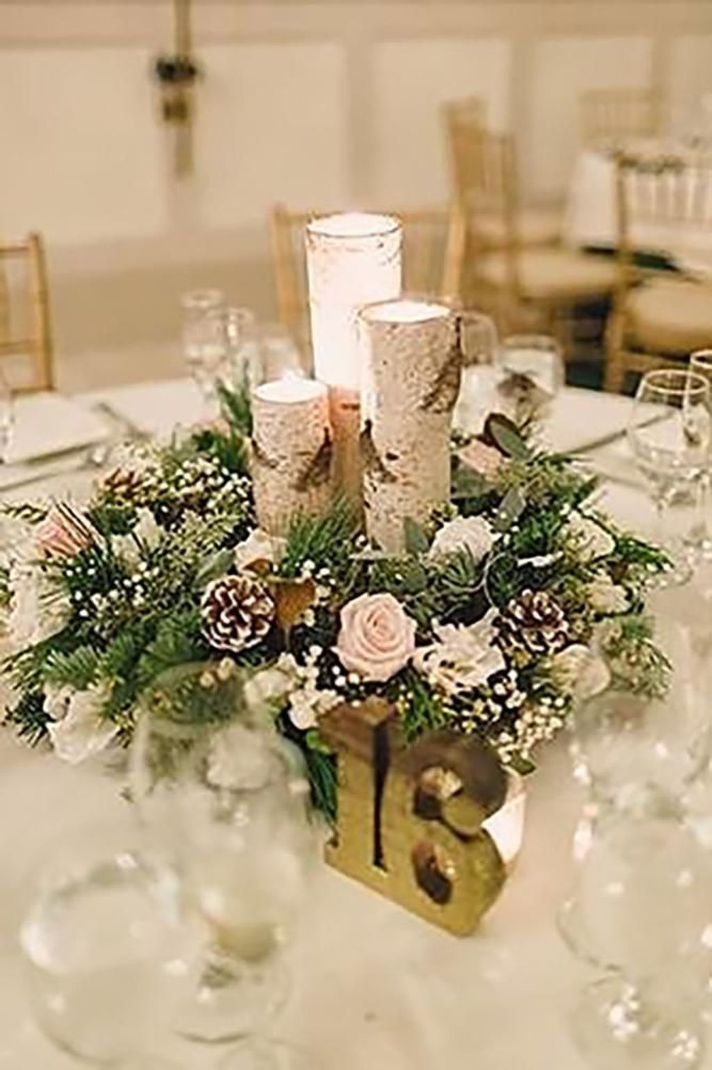 Popular Winter Table Centerpieces Ideas Best For Wedding 27