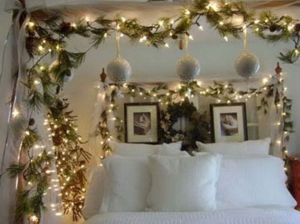 Stunning Christmas Lights Decoration Ideas In The Bedroom 09