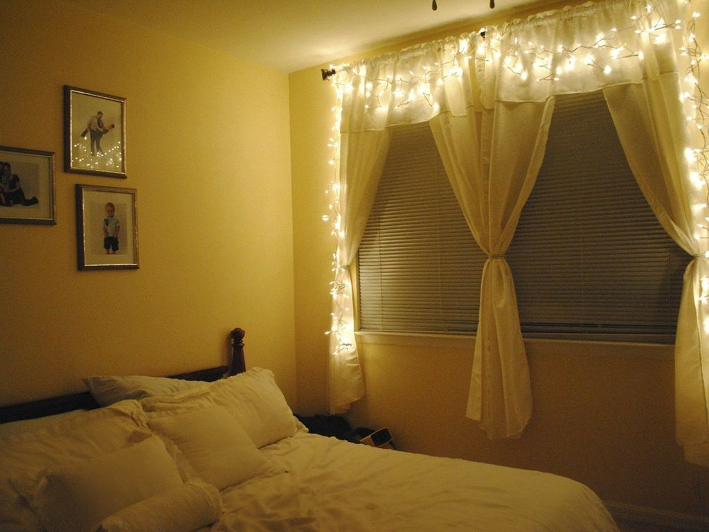 Stunning Christmas Lights Decoration Ideas In The Bedroom 16