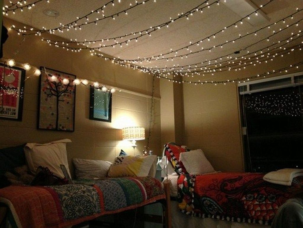 Stunning Christmas Lights Decoration Ideas In The Bedroom 17