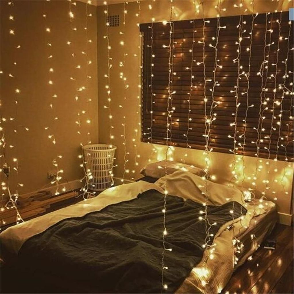 Stunning Christmas Lights Decoration Ideas In The Bedroom 24