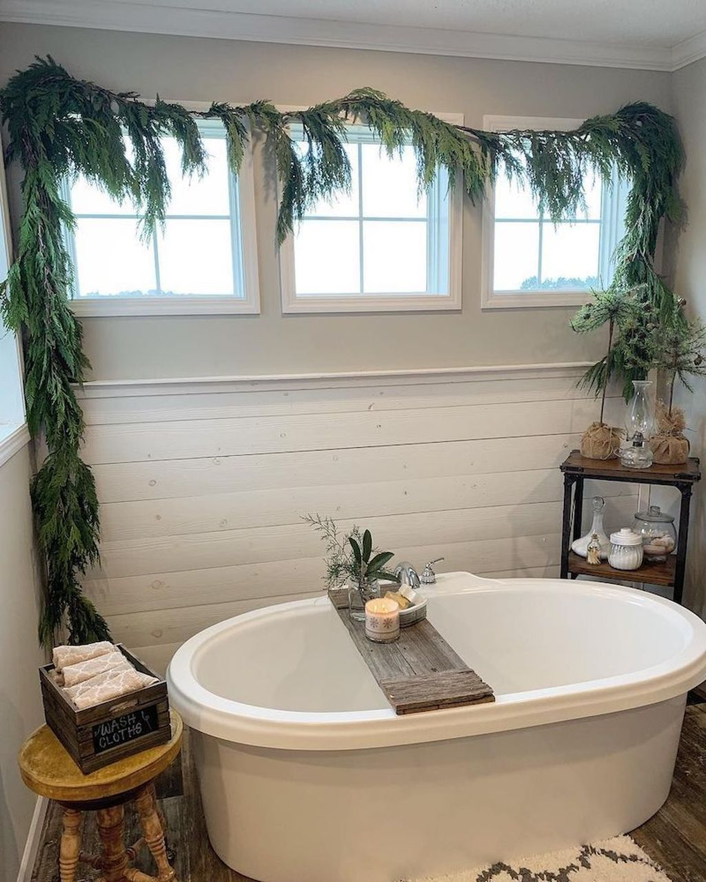 Stunning Winter Bathroom Decor Ideas 04