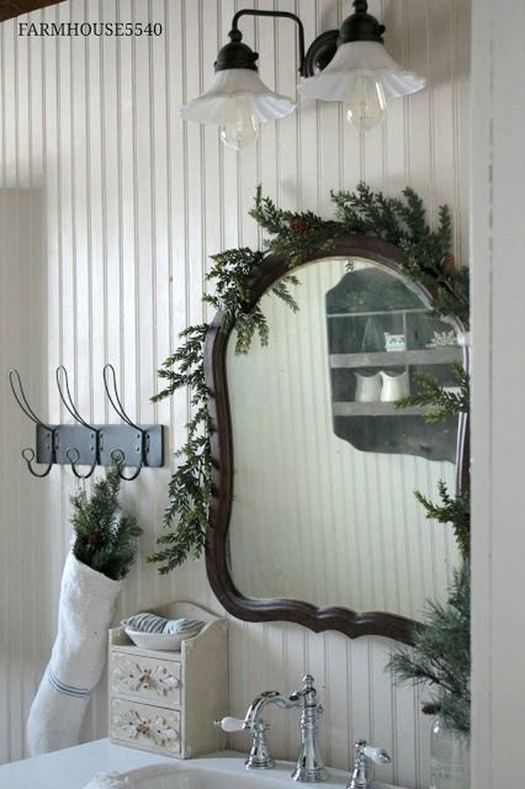 Stunning Winter Bathroom Decor Ideas 09