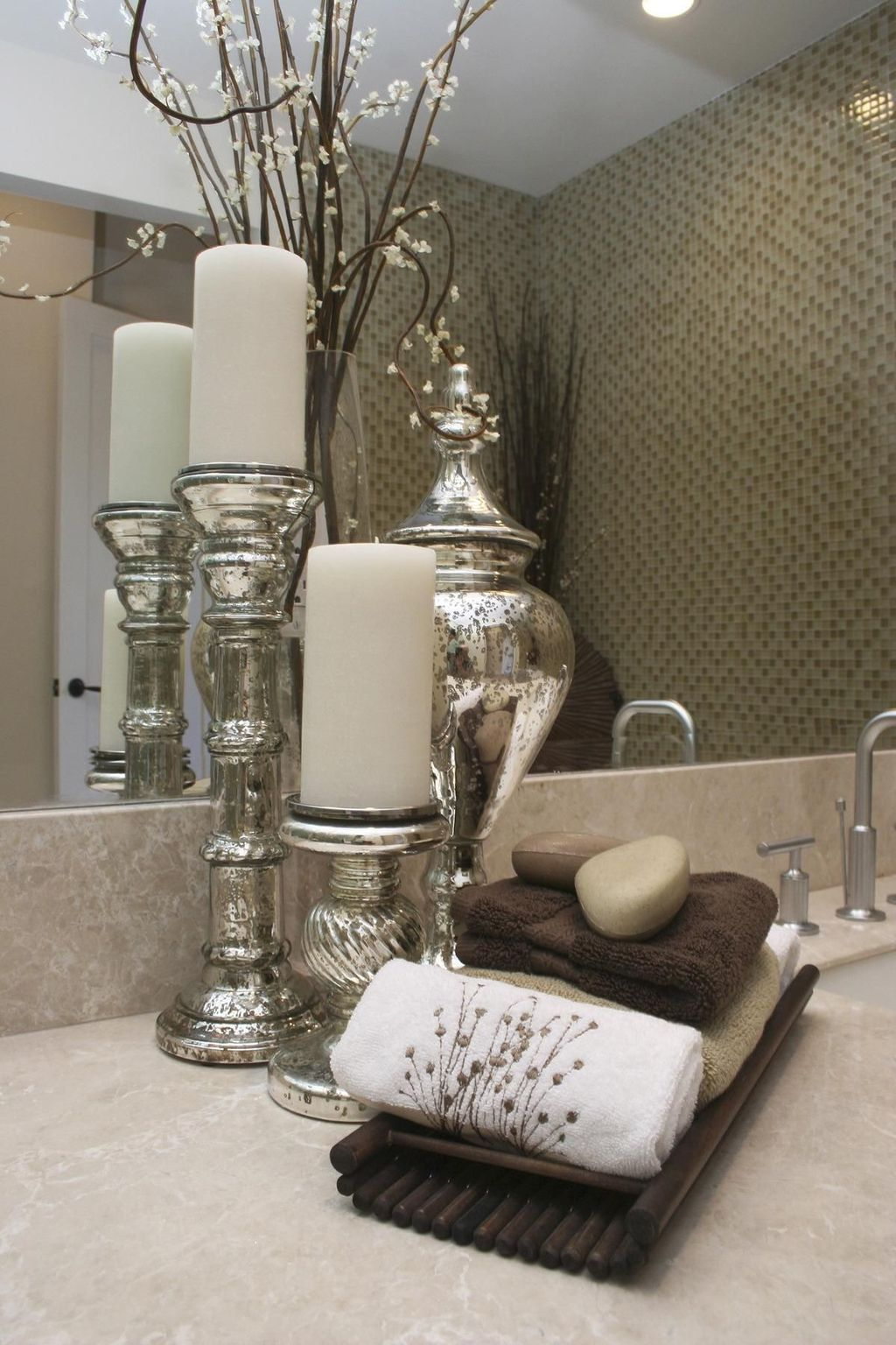 Stunning Winter Bathroom Decor Ideas 32