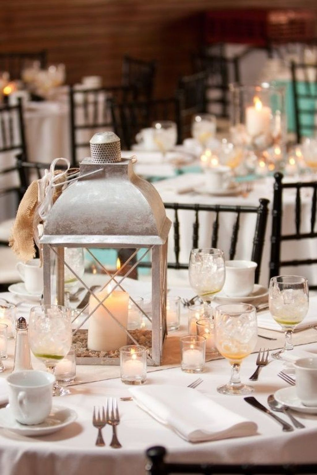 Stunning Winter Lantern Centerpieces For Wedding 03