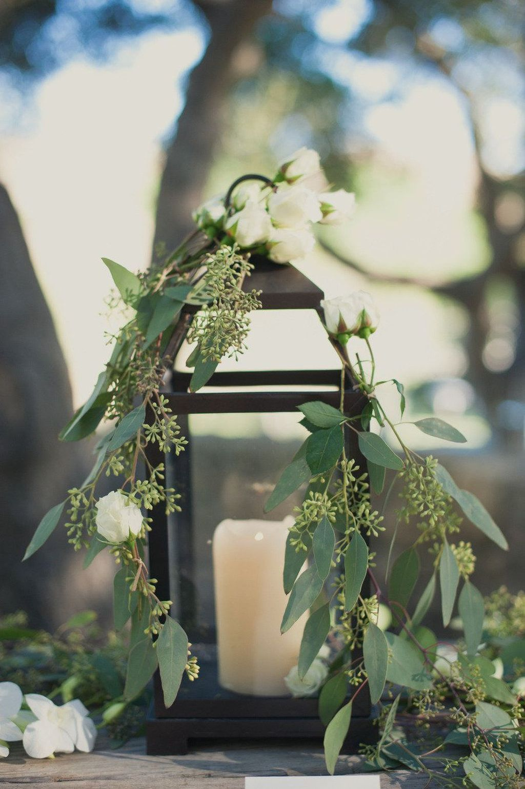 Stunning Winter Lantern Centerpieces For Wedding 08