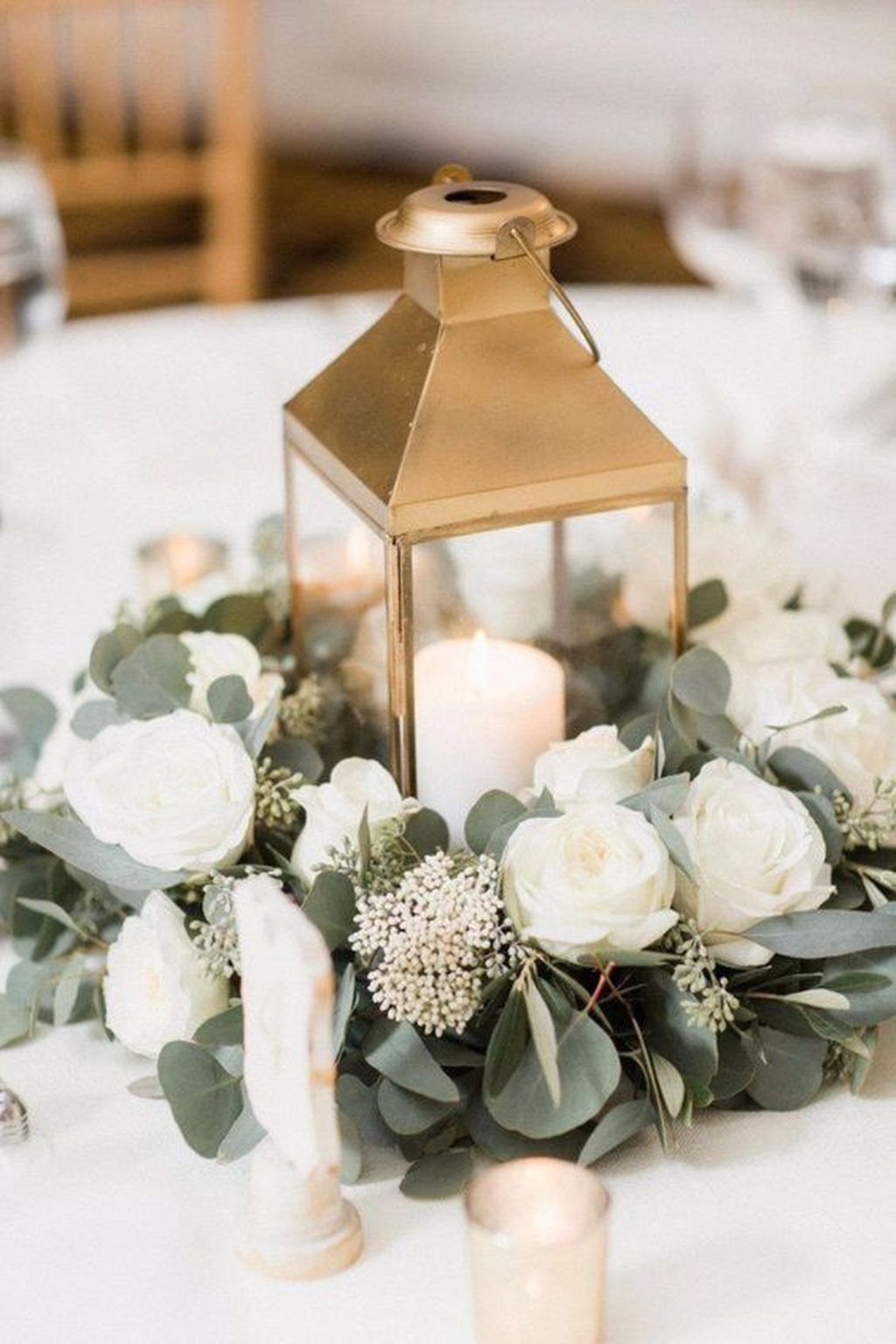 Stunning Winter Lantern Centerpieces For Wedding 13