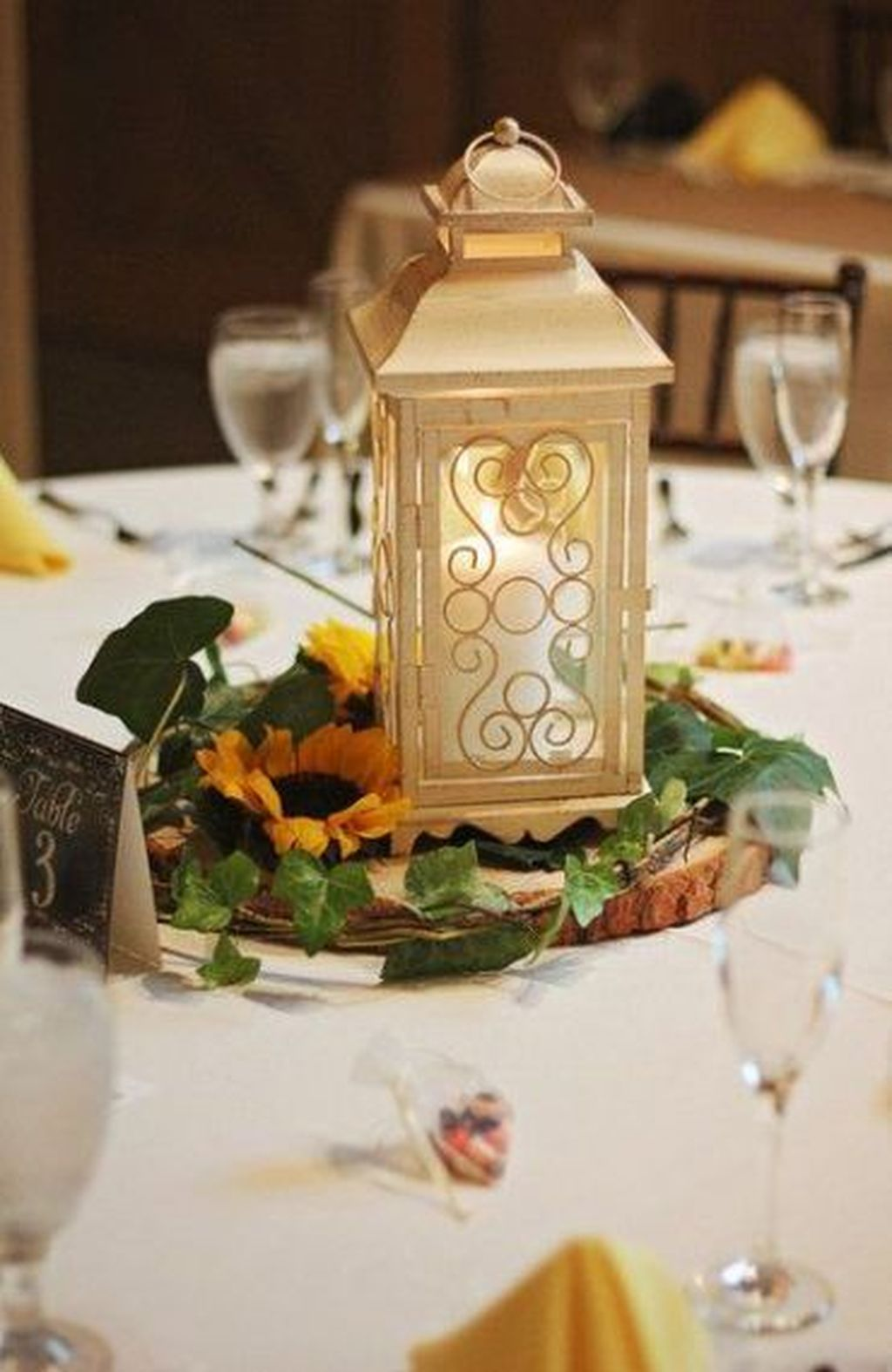 Stunning Winter Lantern Centerpieces For Wedding 17