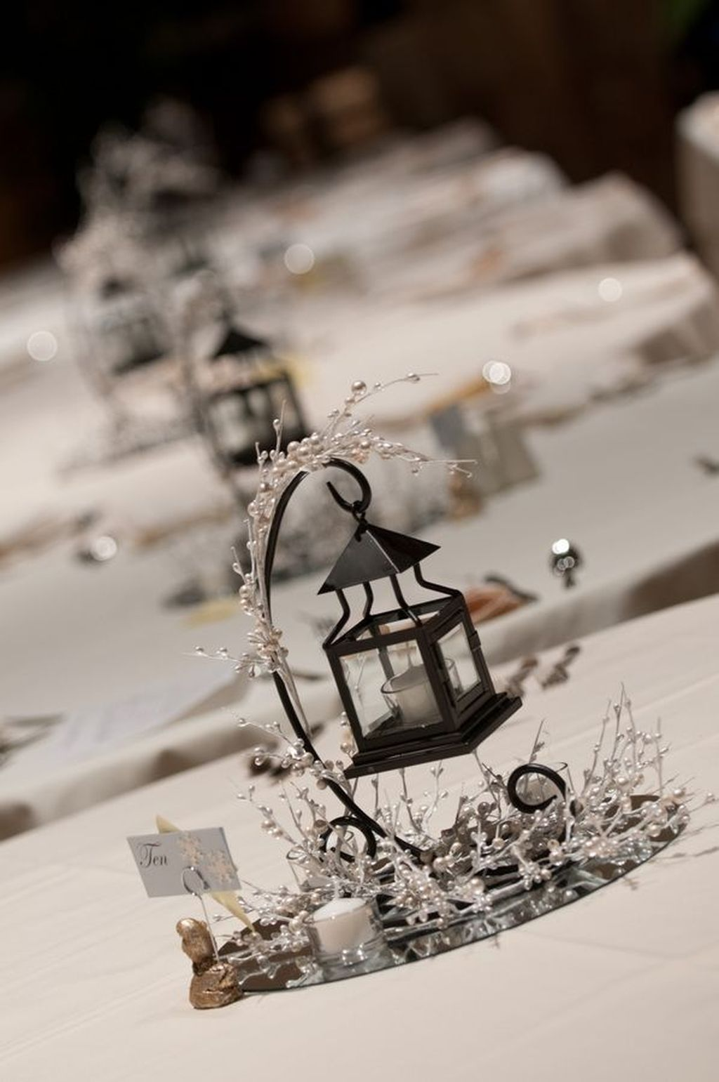 Stunning Winter Lantern Centerpieces For Wedding 23