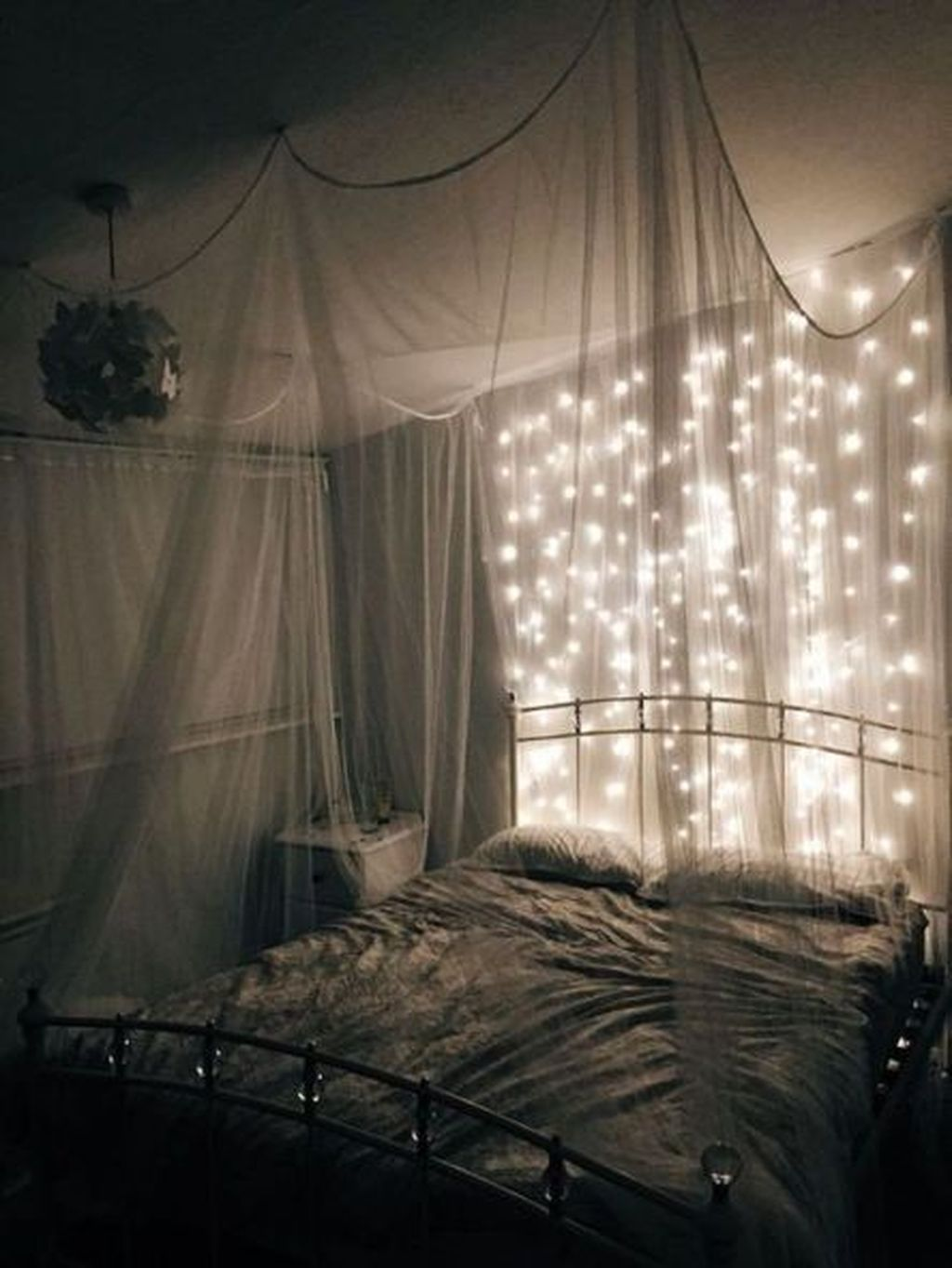 Awesome Romantic Bedroom Lighting Ideas You Will Love 24