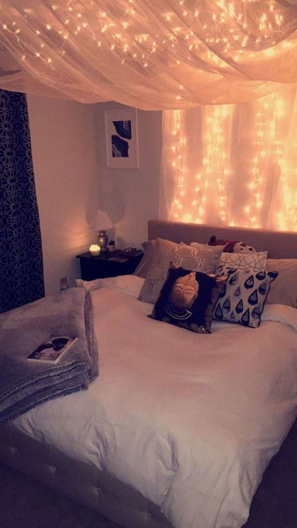 Awesome Romantic Bedroom Lighting Ideas You Will Love 32