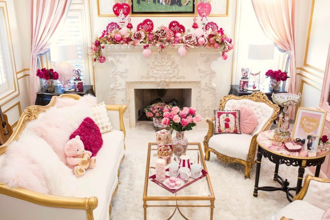 Beautiful Valentine Living Room Decor Ideas You Should Try 04
