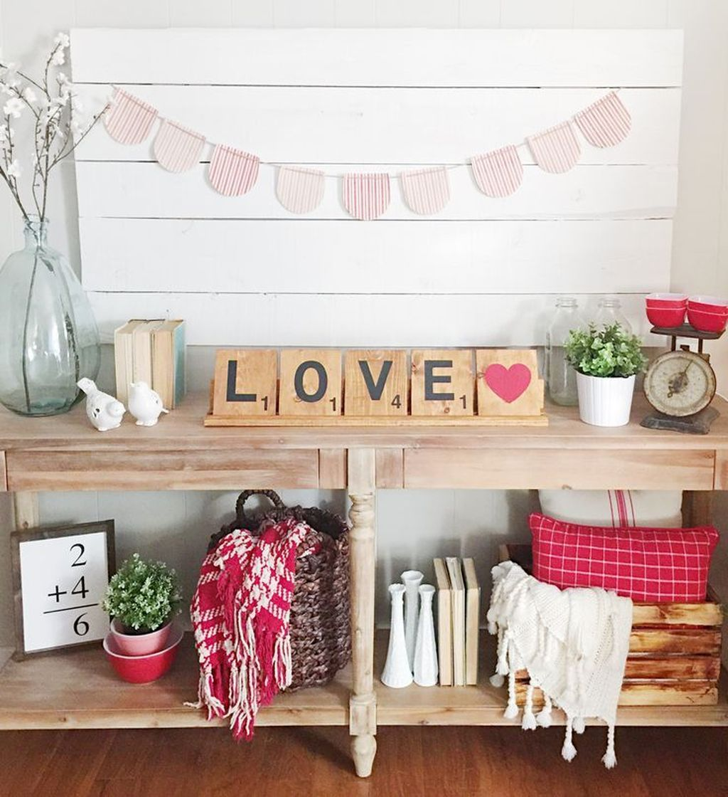 Beautiful Valentine Living Room Decor Ideas You Should Try 10