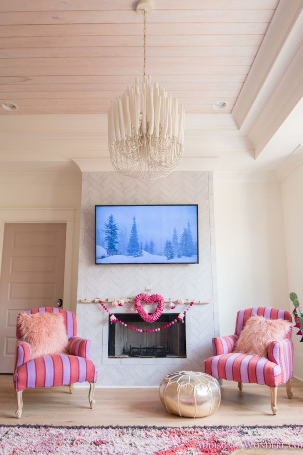Beautiful Valentine Living Room Decor Ideas You Should Try 37