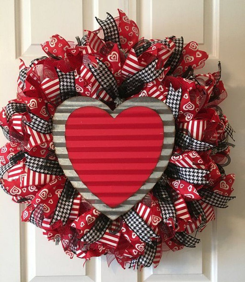 Fabulous Valentine Wreath Design Ideas FOr Your Front Door Decor 10