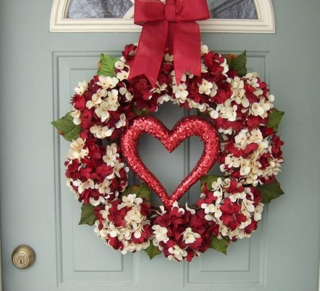 Fabulous Valentine Wreath Design Ideas FOr Your Front Door Decor 14