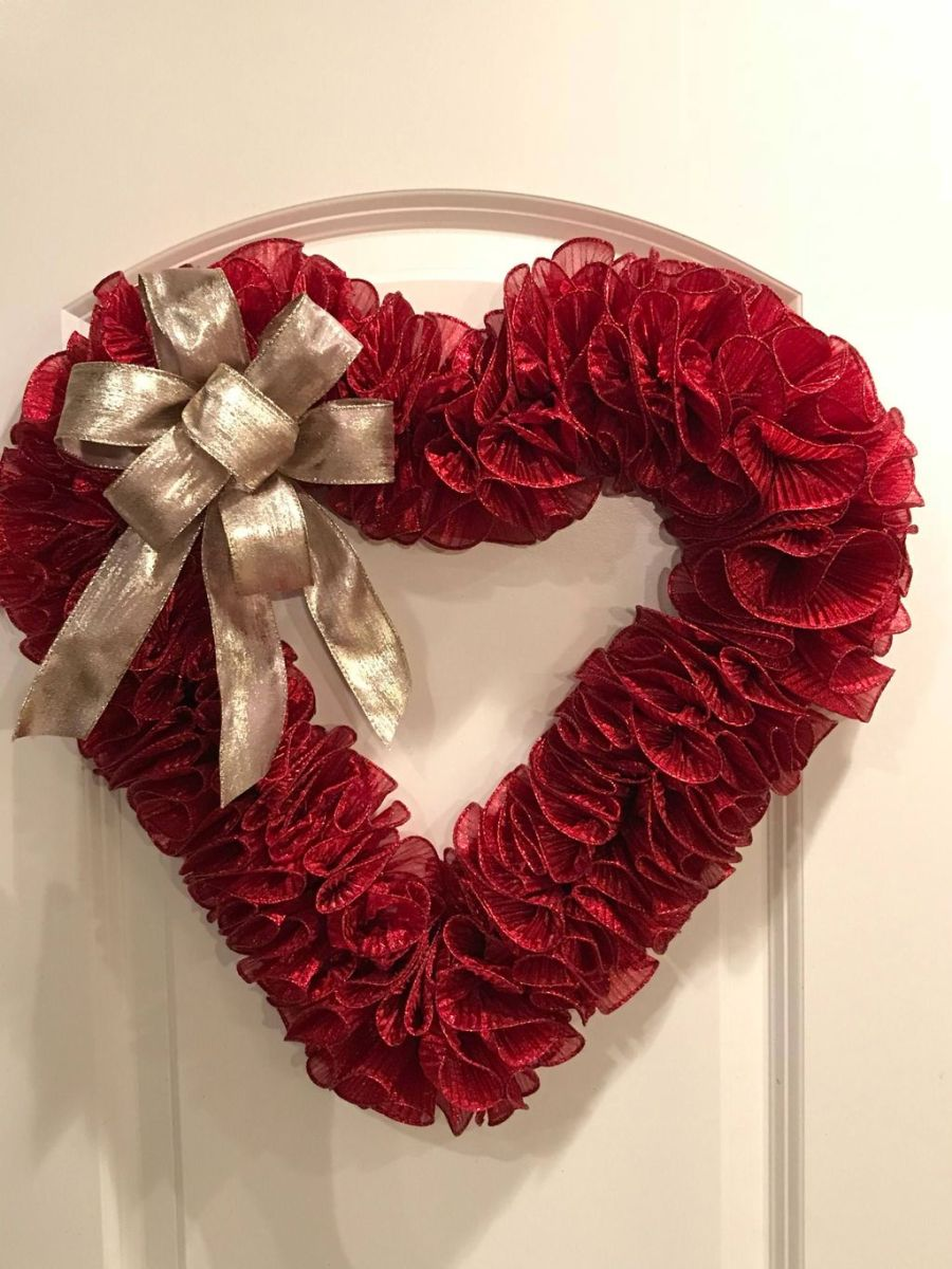 Fabulous Valentine Wreath Design Ideas FOr Your Front Door Decor 28
