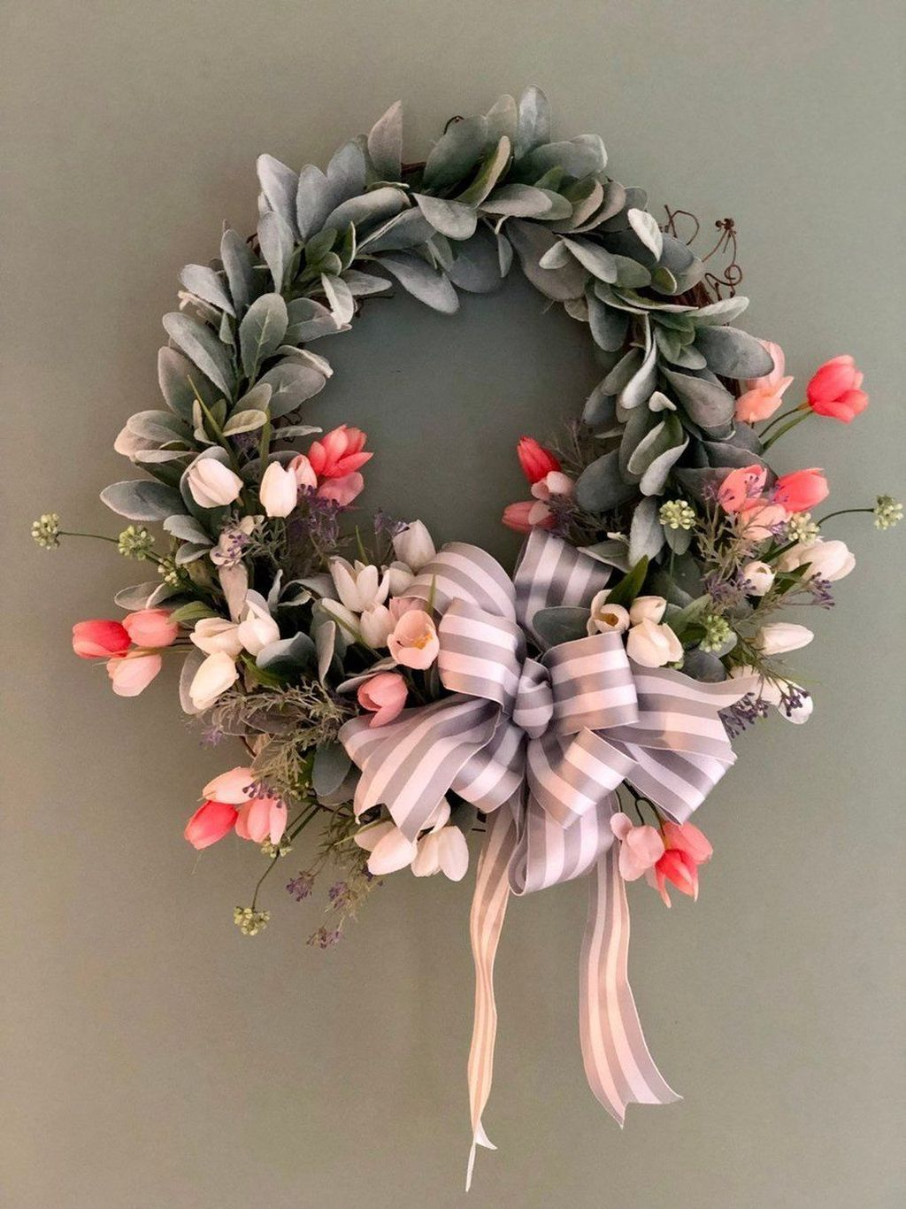 Fabulous Valentine Wreath Design Ideas FOr Your Front Door Decor 37