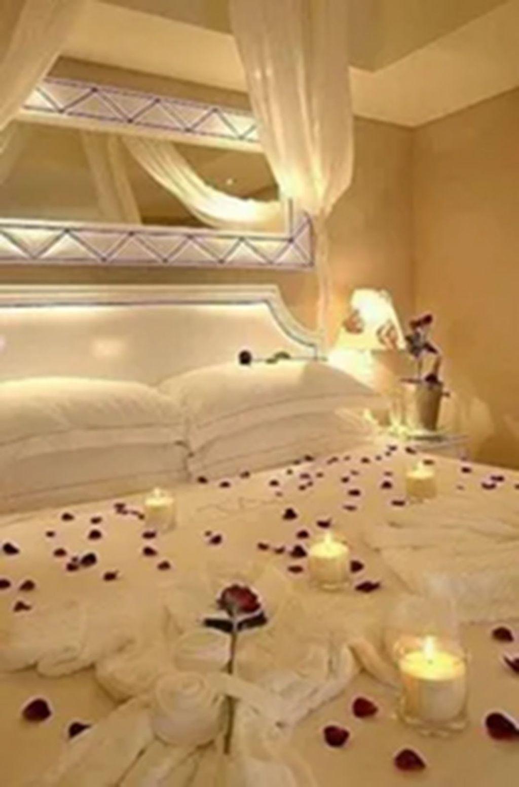 Gorgeous Romantic Valentine Bedroom Decoration Ideas 04
