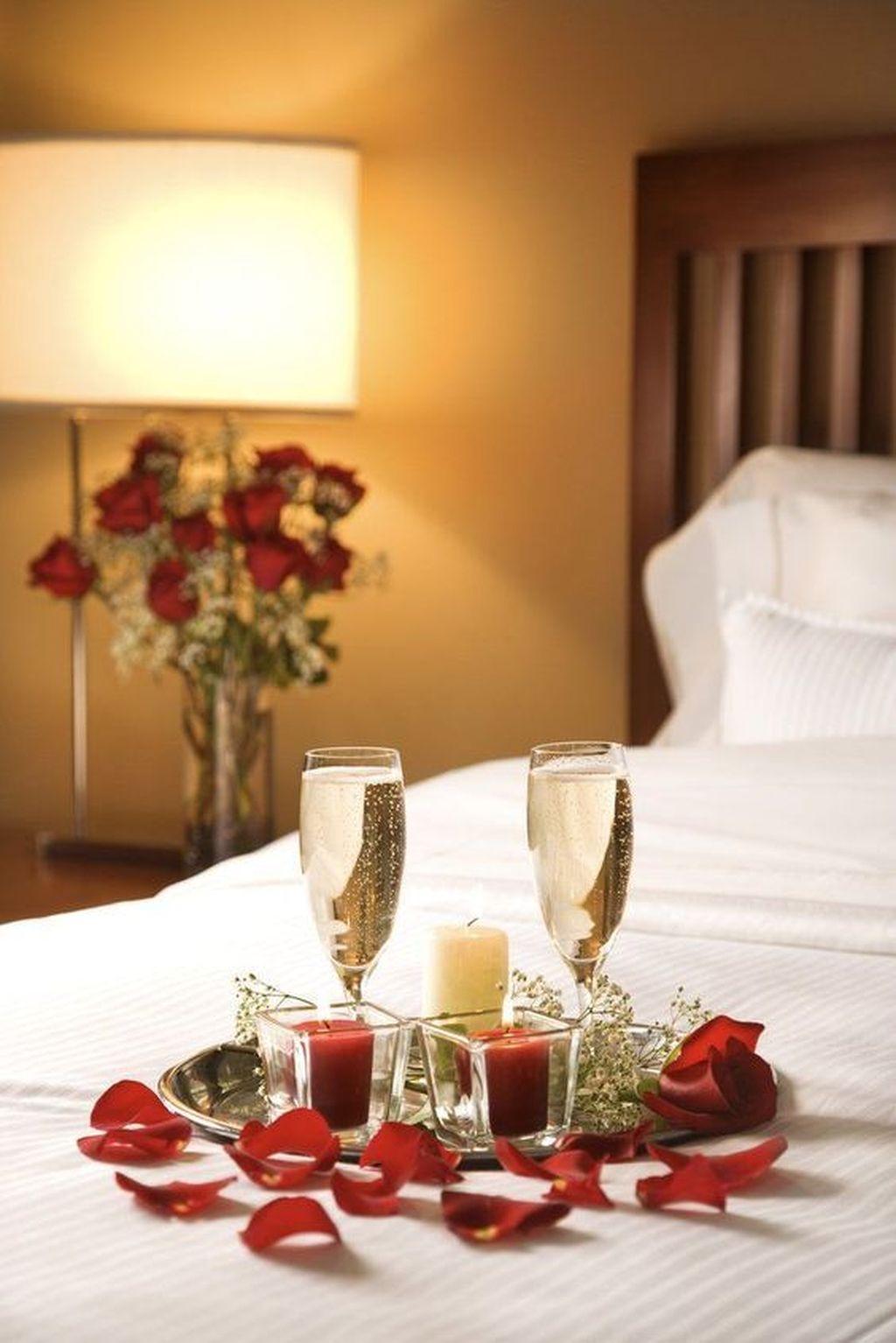 Gorgeous Romantic Valentine Bedroom Decoration Ideas 21