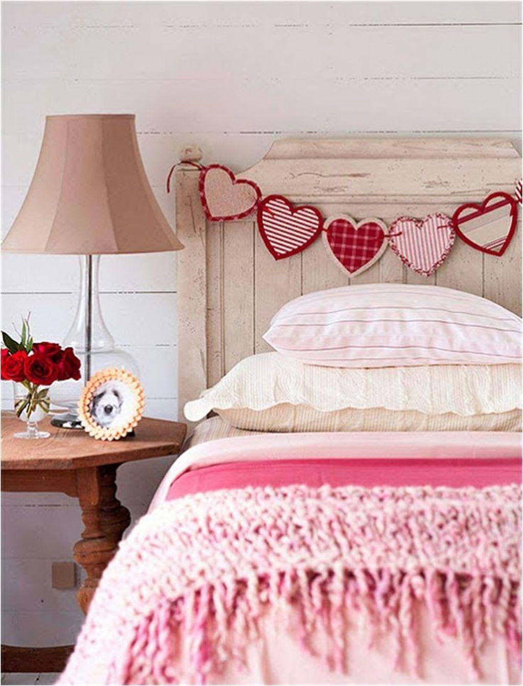 Gorgeous Romantic Valentine Bedroom Decoration Ideas 26