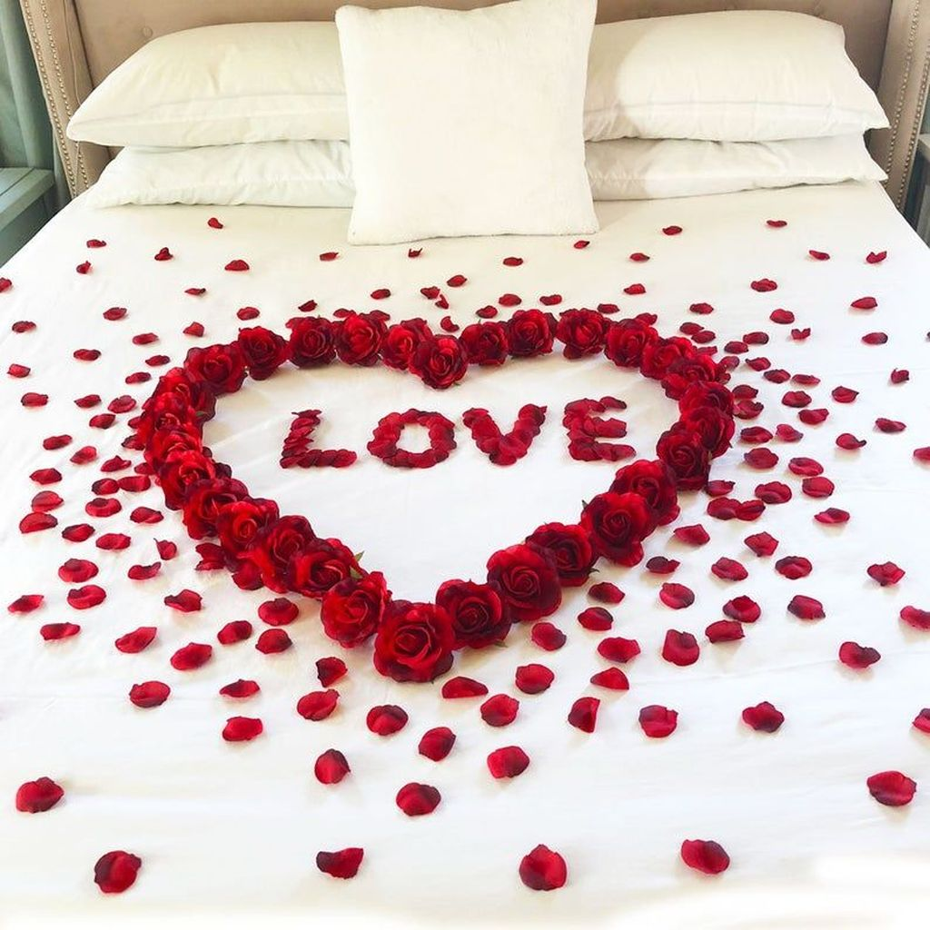 Gorgeous Romantic Valentine Bedroom Decoration Ideas 29