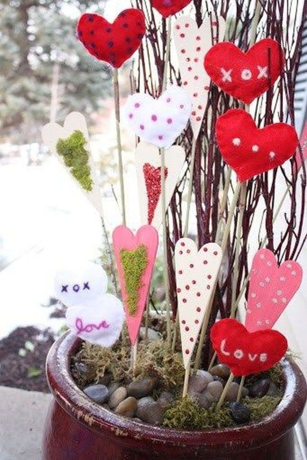 Inspiring Outdoor Valentine Decor Ideas That You Definitely Like 06
