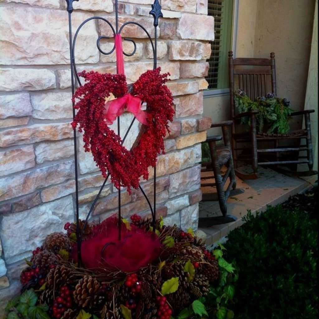 Inspiring Outdoor Valentine Decor Ideas That You Definitely Like 15