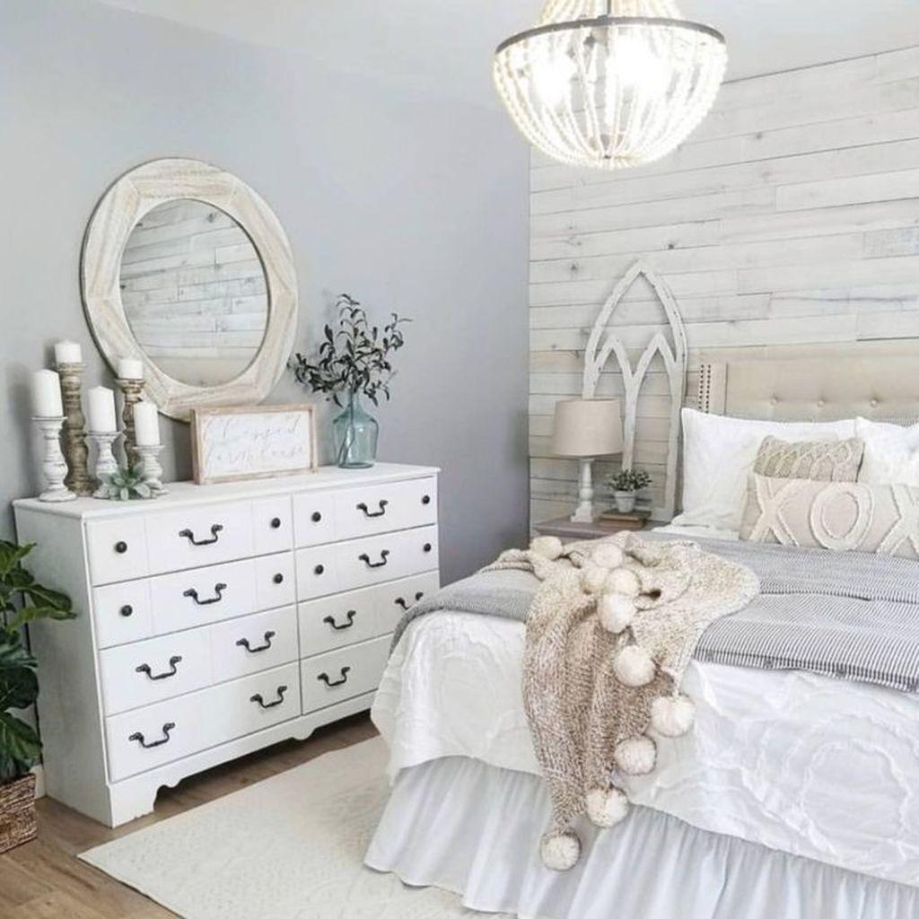 Beautiful White Master Bedroom Decorating Ideas 09