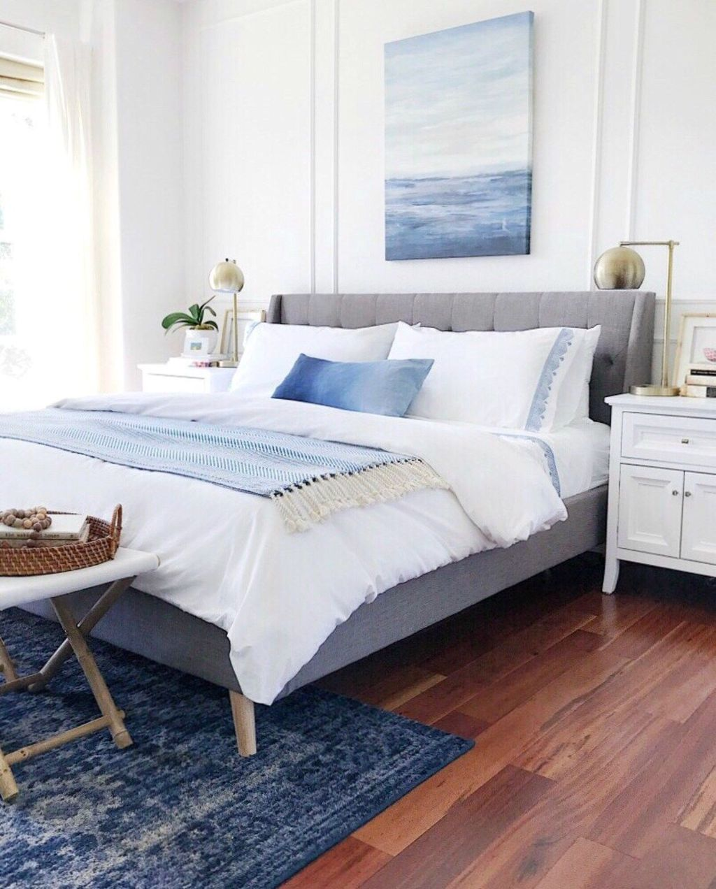 Beautiful White Master Bedroom Decorating Ideas 31