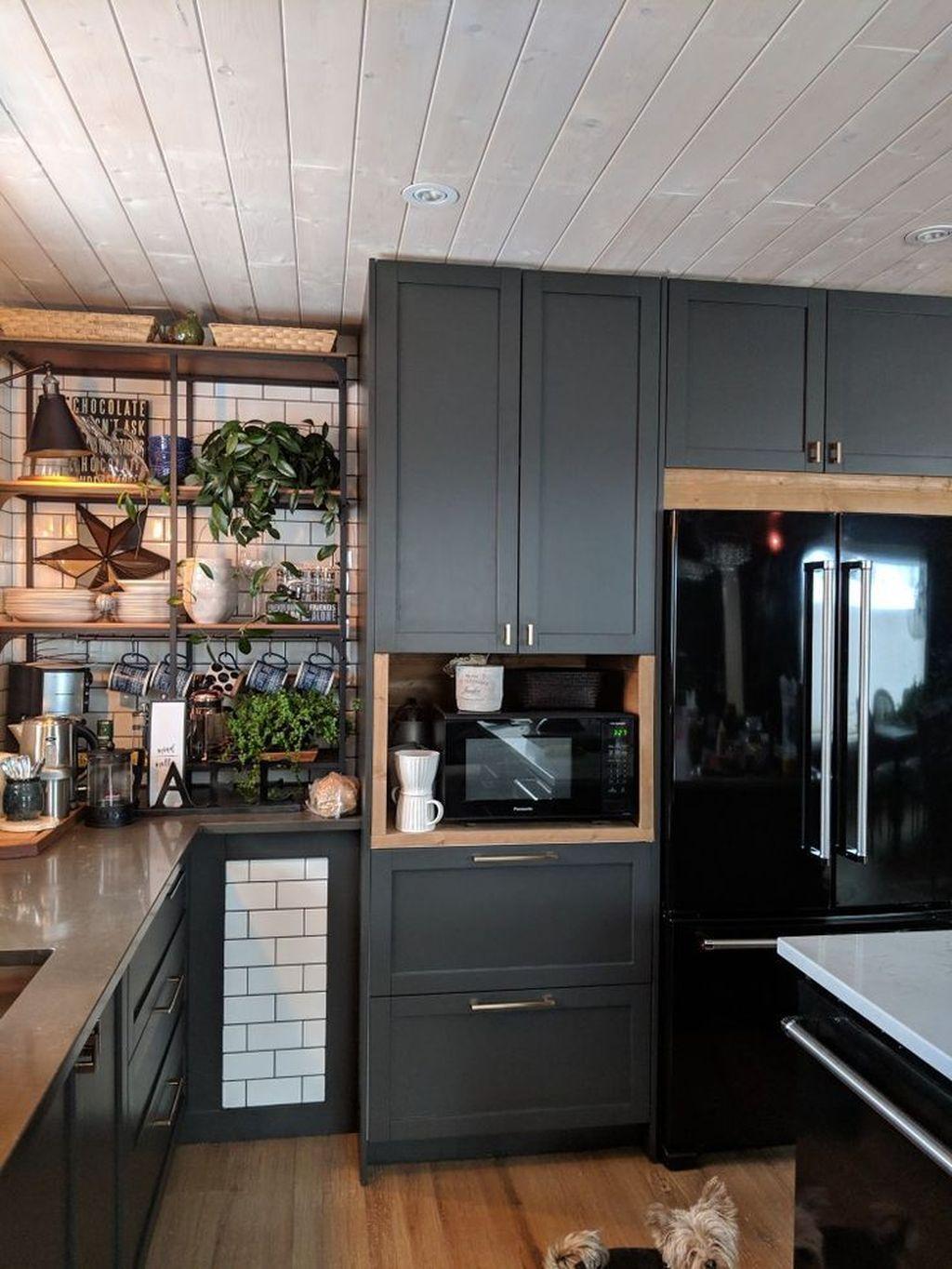 Fabulous Black And White Wood Kitchen Design Ideas 17