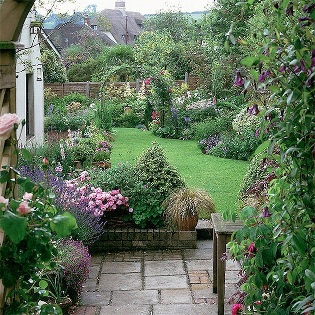 Fascinating Front Yard Cottage Garden Decor Ideas 02