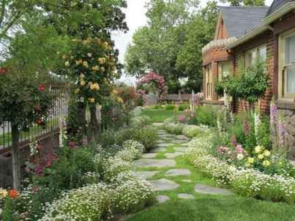 Fascinating Front Yard Cottage Garden Decor Ideas 12