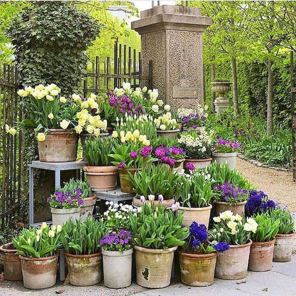 Fascinating Front Yard Cottage Garden Decor Ideas 28