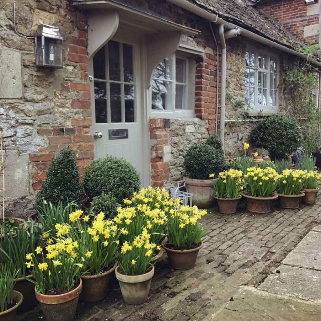 Fascinating Front Yard Cottage Garden Decor Ideas 29