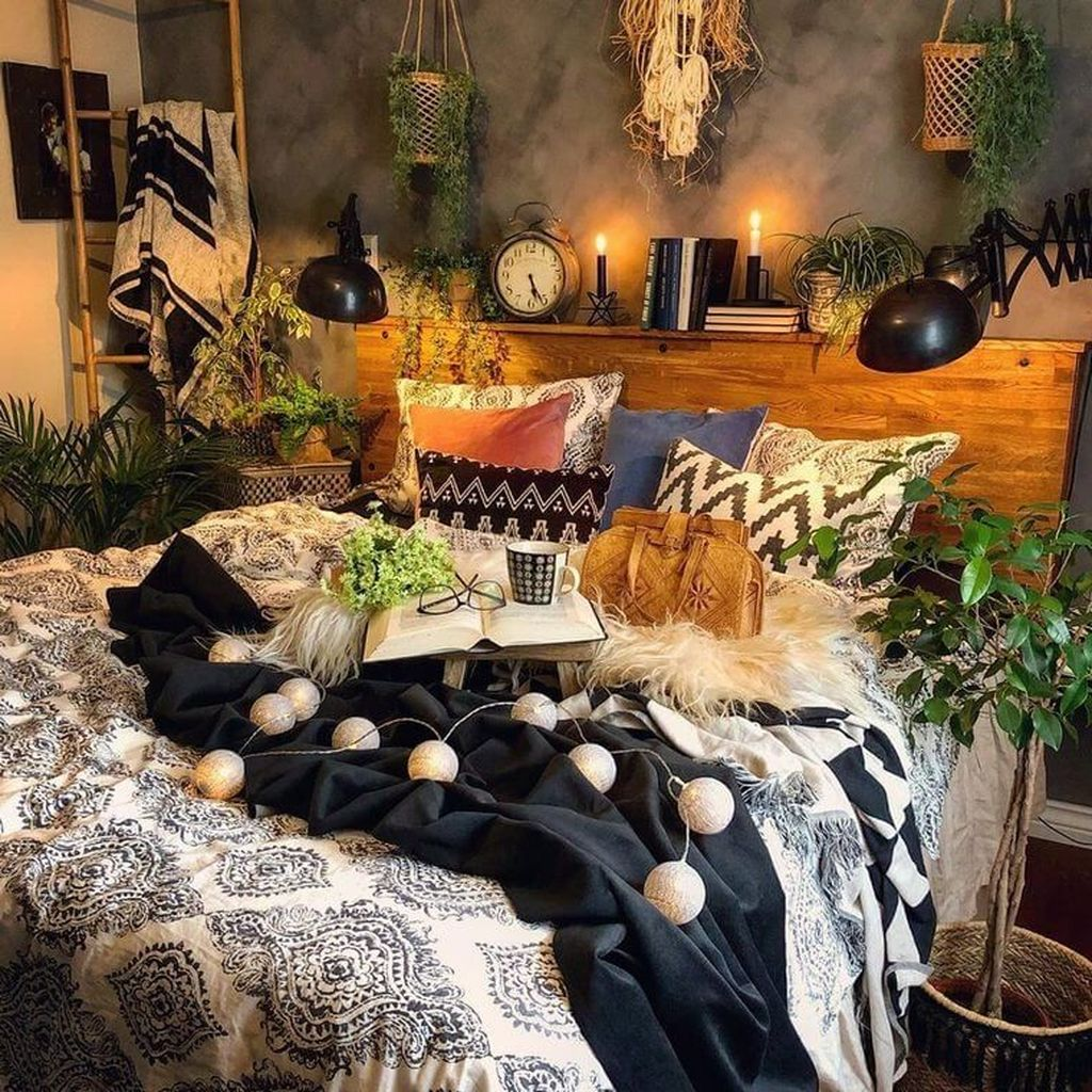 Gorgeous Bohemian Bedroom Decor Ideas You Can Try 07