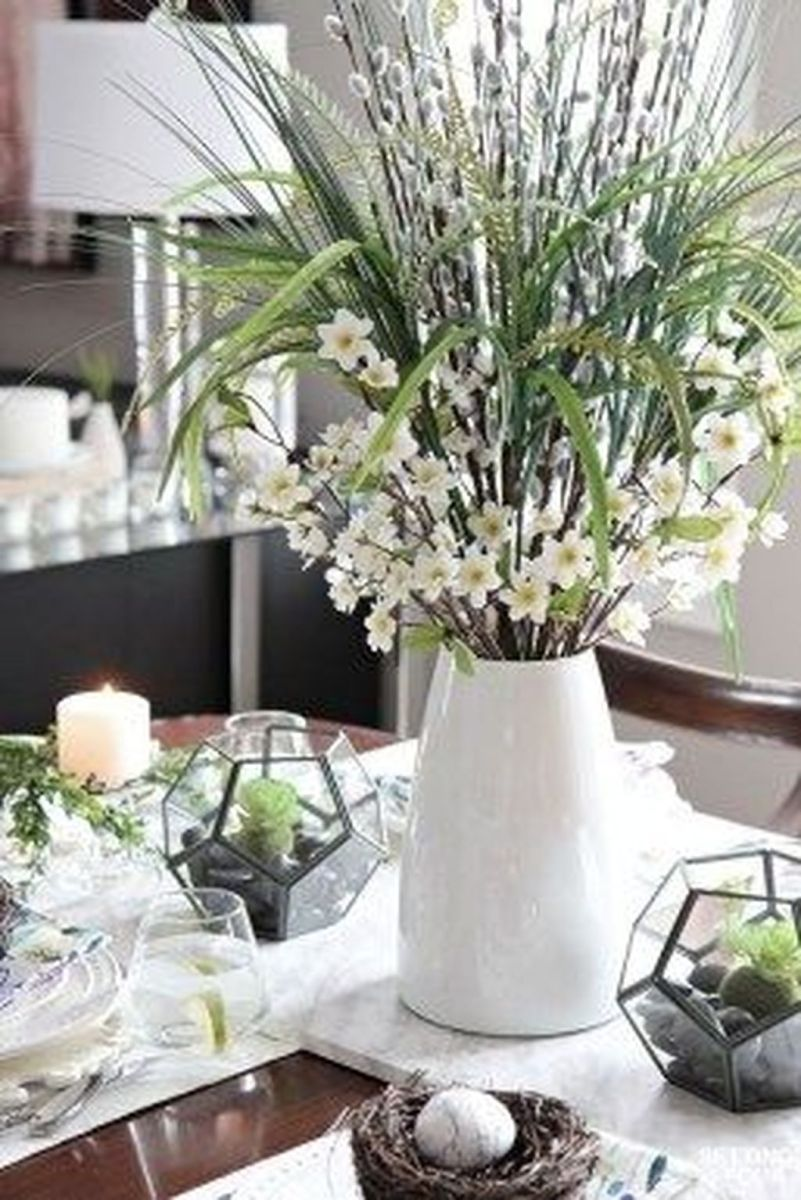 Gorgeous Spring Centerpieces Ideas For Dining Room Decor 02