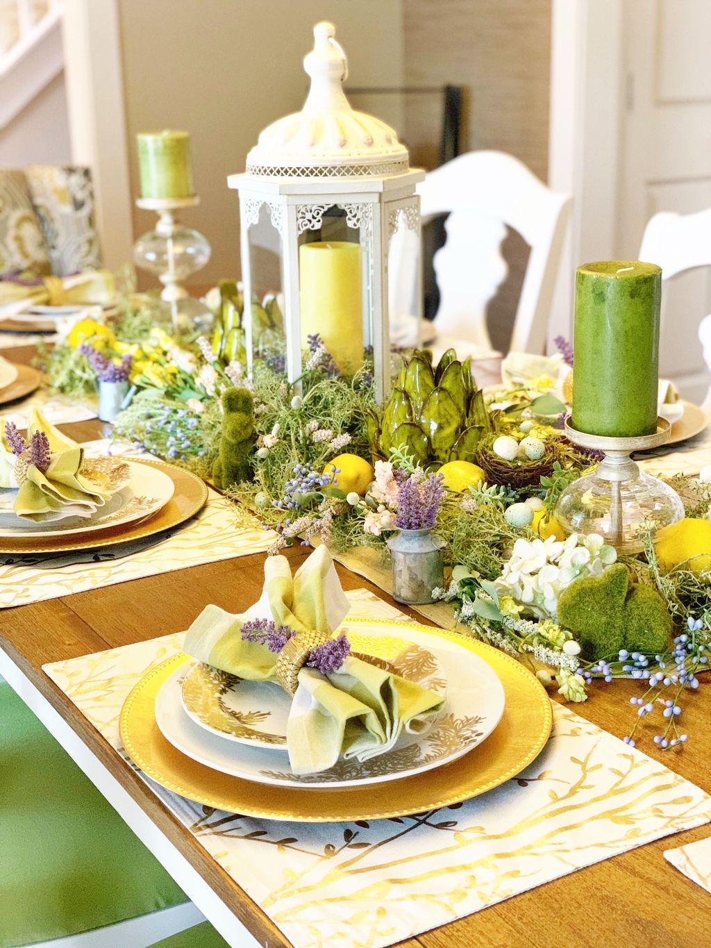 Gorgeous Spring Centerpieces Ideas For Dining Room Decor 09