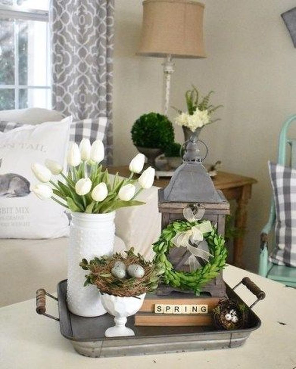 Gorgeous Spring Centerpieces Ideas For Dining Room Decor 28