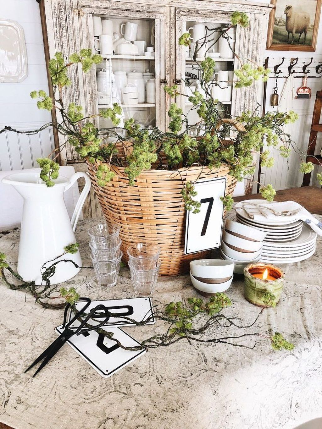 Gorgeous Spring Centerpieces Ideas For Dining Room Decor 30